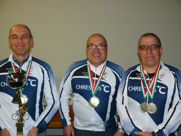 Drei der vier Mitglieder der Musketier-Männermannschaft (v.l.): Rolf Pöppel, Thomas Weiten, und Dirk Weber.  Peter Meuter fehlt auf dem Bild.